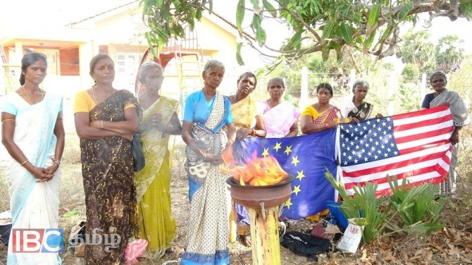 வவுனியா மாவட்டத்தின் வலிந்து காணாமல் ஆக்கப்பட்டவர்களின் உறவினர்கள் தமிழ் இனப்படுகொலை இடம்பெற்ற முள்ளி வாய்க்கால் மண்ணில் உயிரிழந்த உறவுகளை நினைவு